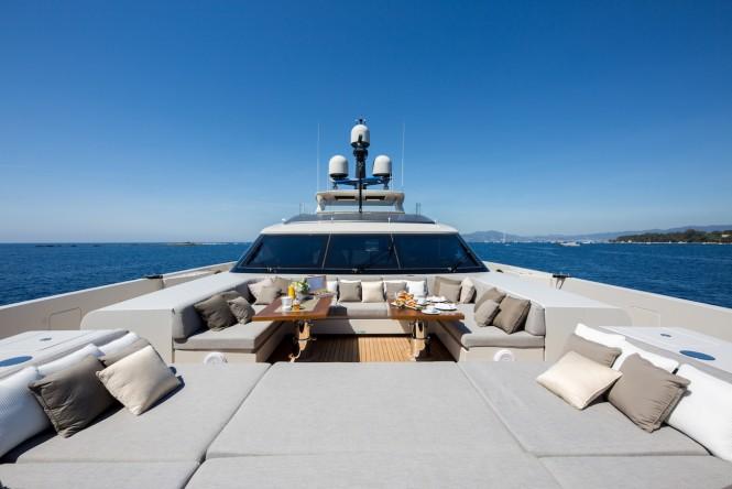 Sunbathing and sunpads on VERTIGE yacht