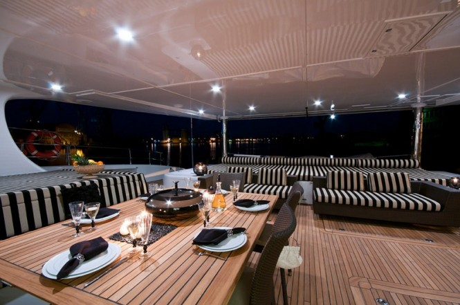 Superyacht IPHARRA - Alfresco dining in the cockpit
