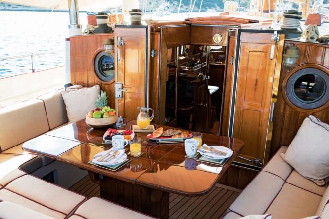 Superyacht SILVER SPRAY - Alfresco dining on the aft deck