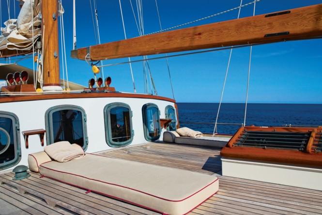 Superyacht SILVER SPRAY - Foredeck sunpads