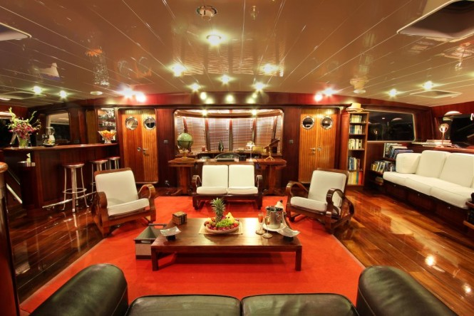 Sailing yacht DOUCE FRANCE - Timeless style in the salon