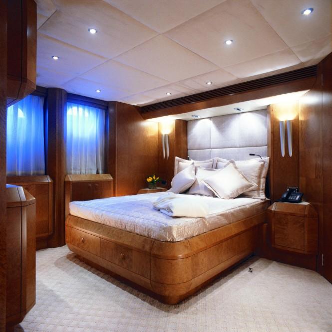 Luxury yacht BENITA BLUE - Master suite
