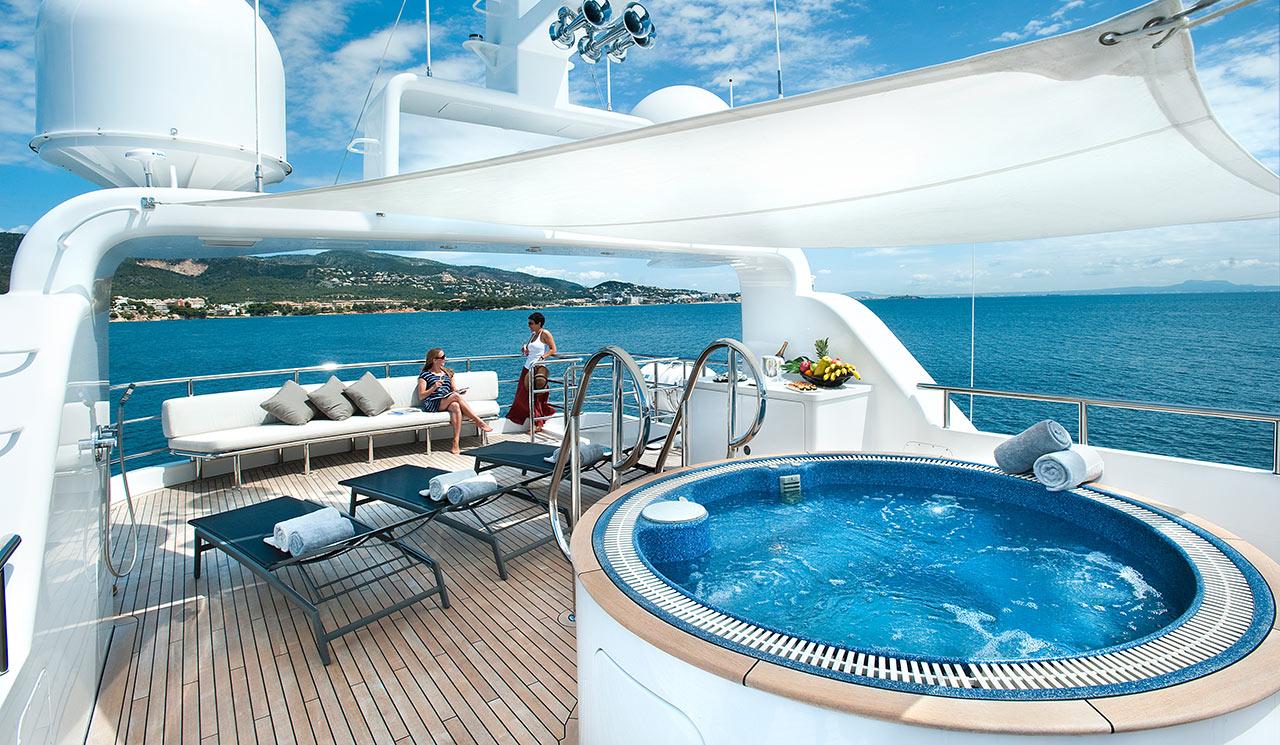 Luxury yacht CHRISTINA G - Jacuzzi — Yacht Charter & Superyacht News