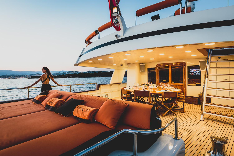 Luxury yacht FIORENTE - Main deck aft — Yacht Charter ...