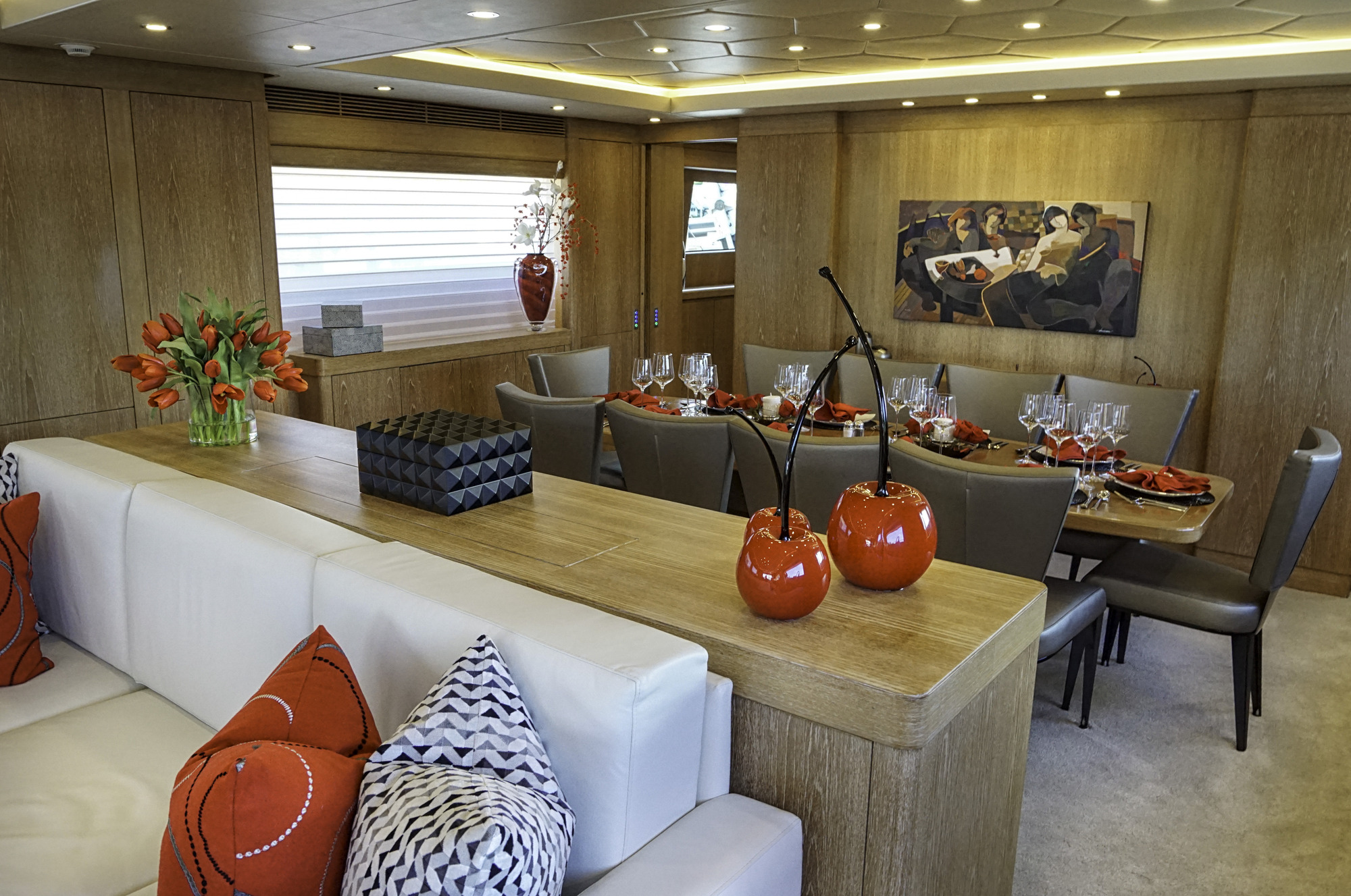 Luxury yacht gladius salon and formal dining area for Formal dining area