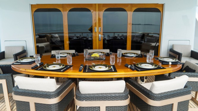 Luxury yacht GRAND ILLUSION - Alfresco dining on the upper deck aft