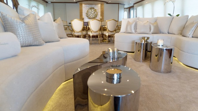 Luxury yacht GRAND ILLUSION - Main salon