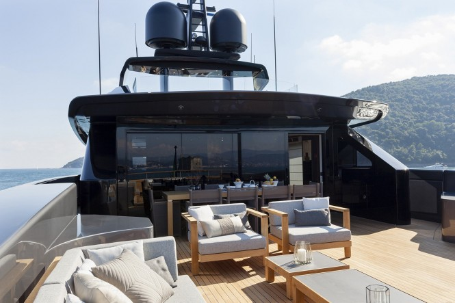 Luxury yacht LUCKY ME - Exterior living