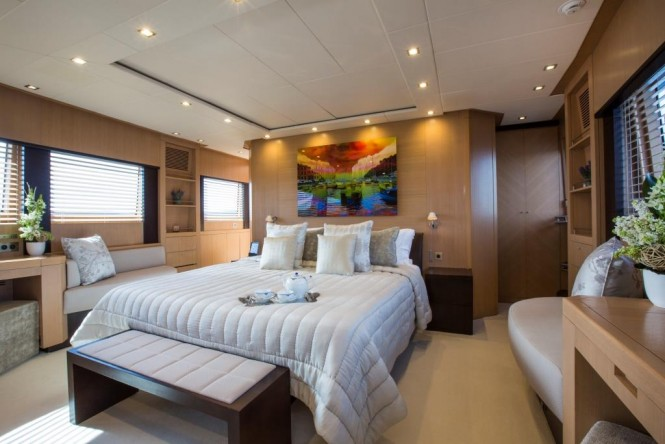 Luxury yacht MIDNIGHT SUN - Master suite
