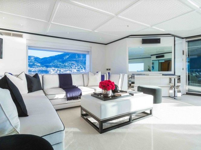 Luxury yacht MISCHIEF - Skylounge seating