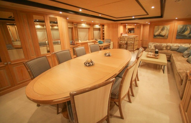 Luxury yacht QUEST R - Skylounge