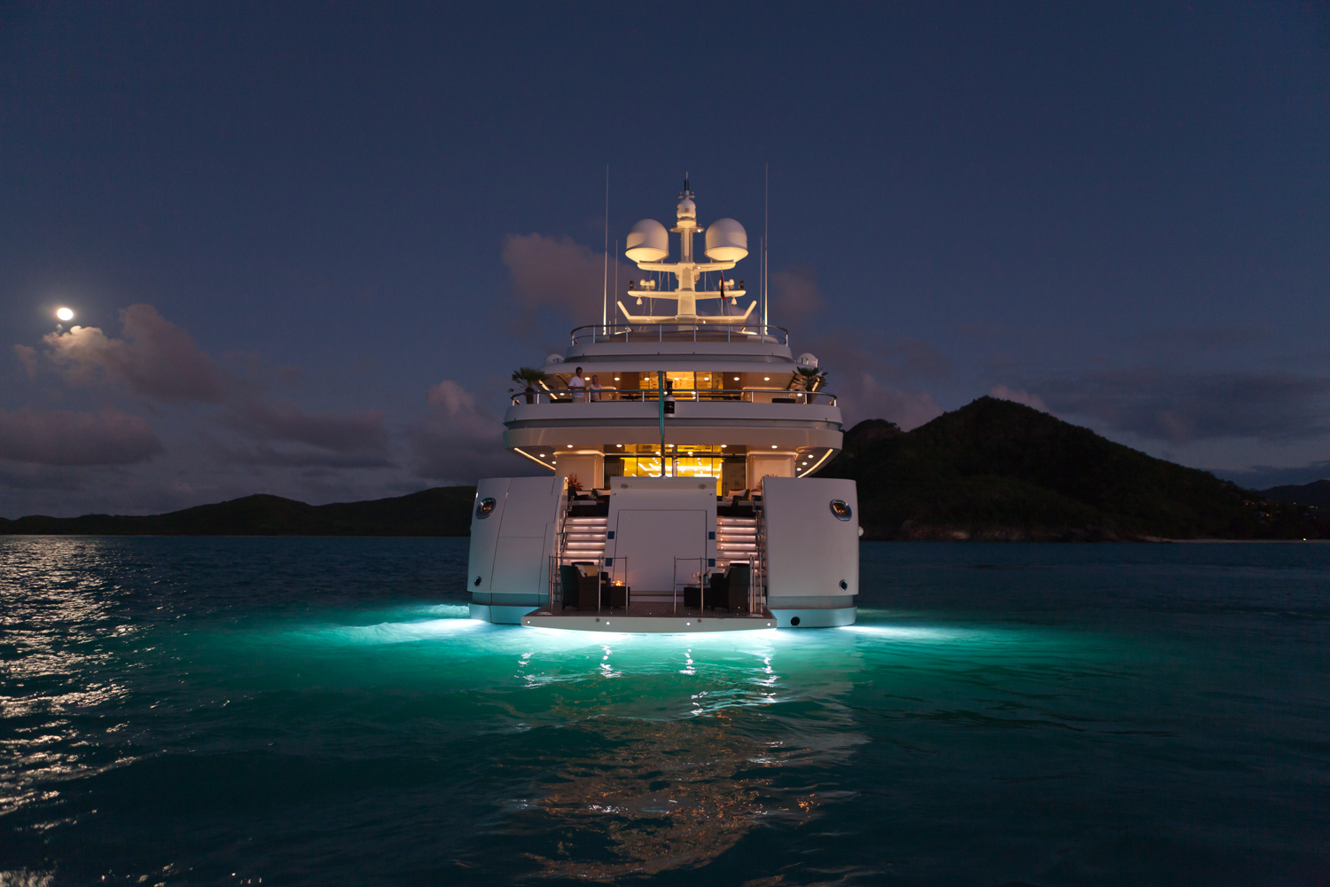Yachts At Night Luxury yacht RoMA - Af...