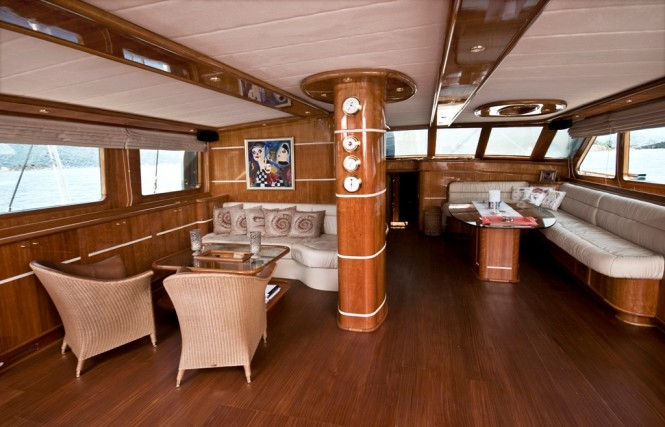 Luxury yacht SILVER MOON - Salon interior