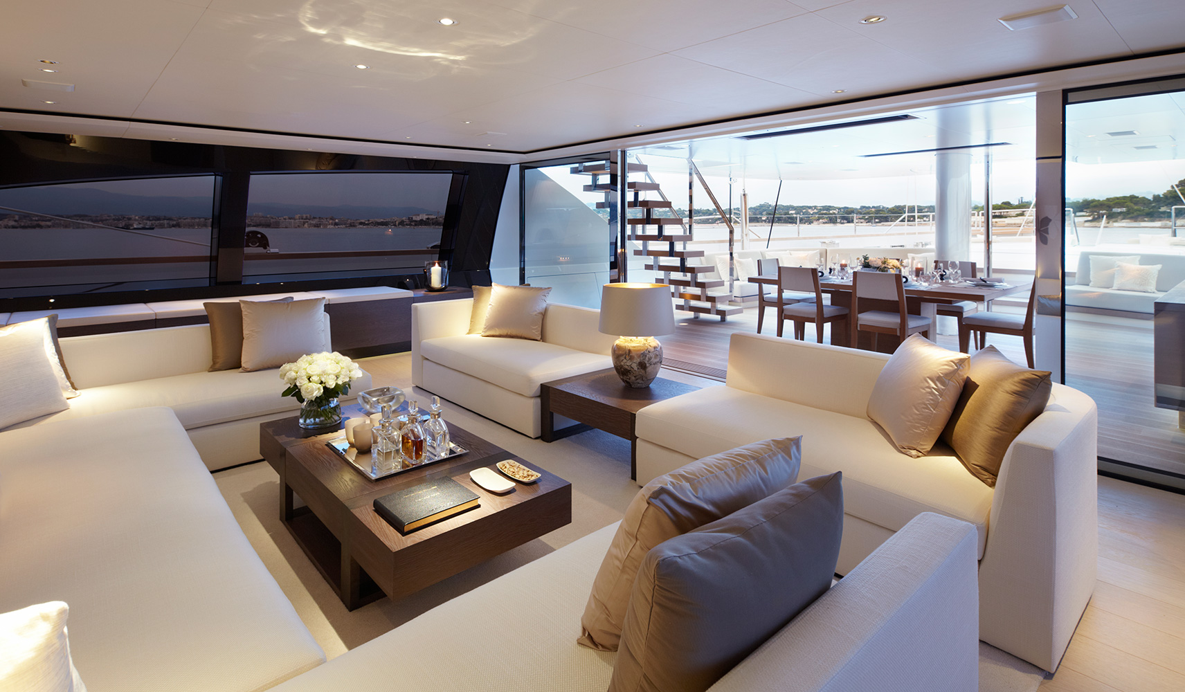 Luxury yacht twizzle main salon yacht charter for Salon western