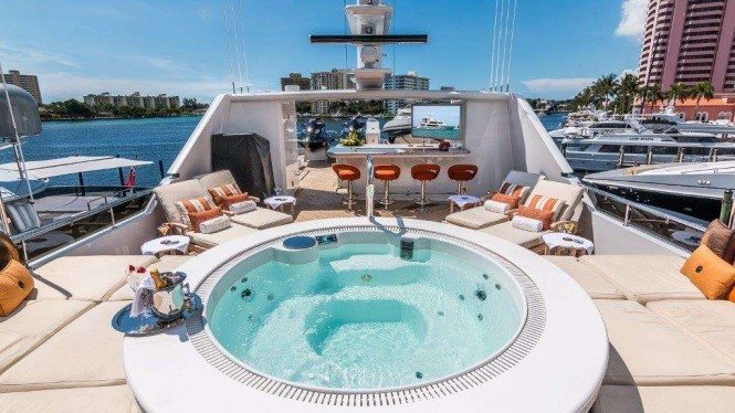 Motor yacht CLAIRE - Sundeck spa pool