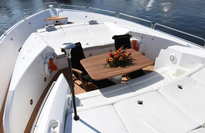 Motor yacht DOUBLE D - Foredeck seating and sunpads