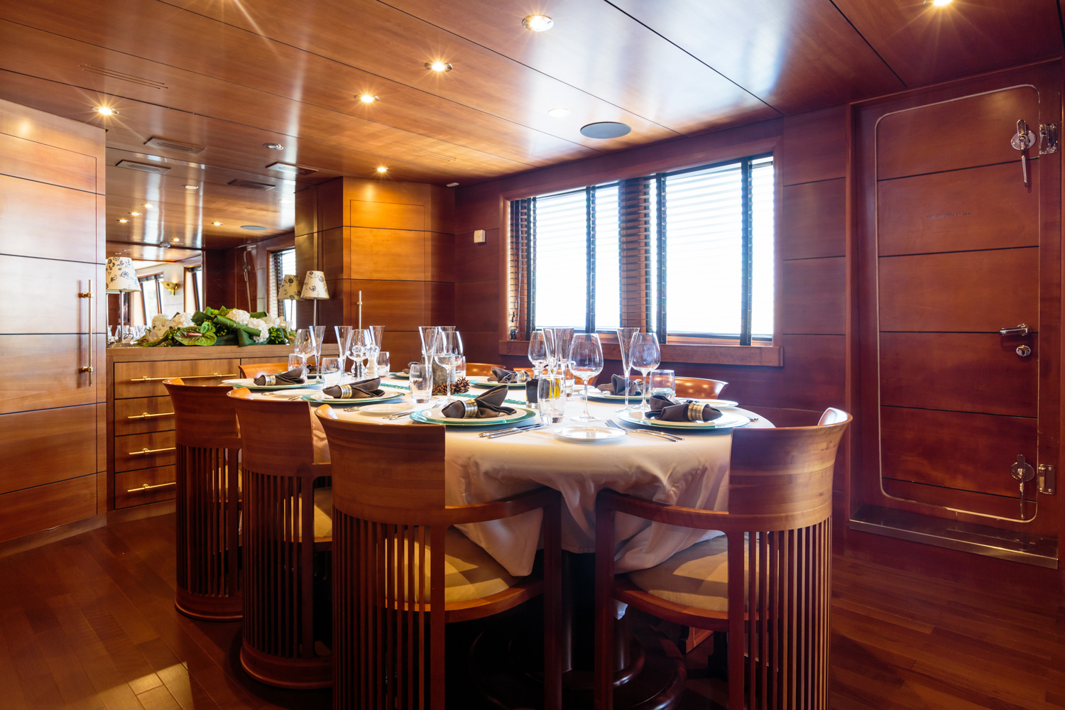 Motor yacht fiorente formal dining area yacht charter for Formal dining area