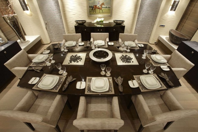 Motor yacht HURRICANE RUN - Formal dining area