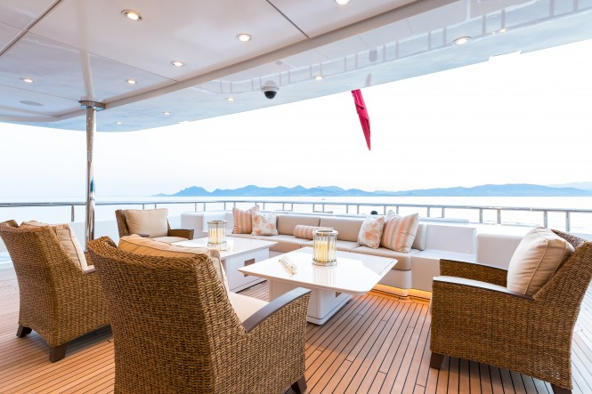 Motor yacht LUCKY LADY - Main deck aft seating