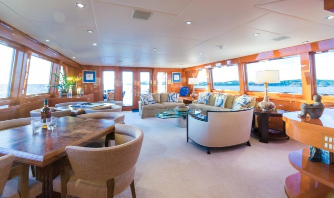 Motor yacht NO BUOYS - Aft salon with games tables