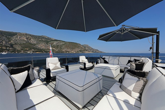 Motor yacht OKTO - Upper deck outdoor lounging area