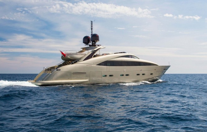 Open yacht MIDNIGHT SUN - Built by ISA Yachts