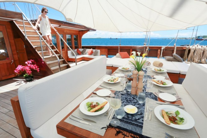 Outdoor dining aboard luxury phinisi LAMIMA