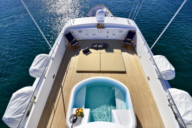 Superyacht COMMITMENT - Sunpads and pool on the sundeck