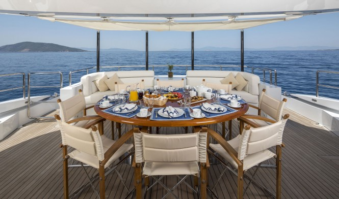Superyacht L'EQUINOX - Aft deck dining and lounging