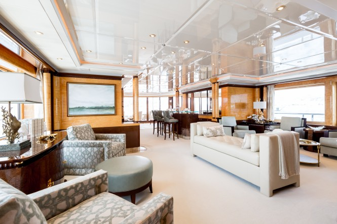 Superyacht LUCKY LADY - The main salon after the 2017 refit