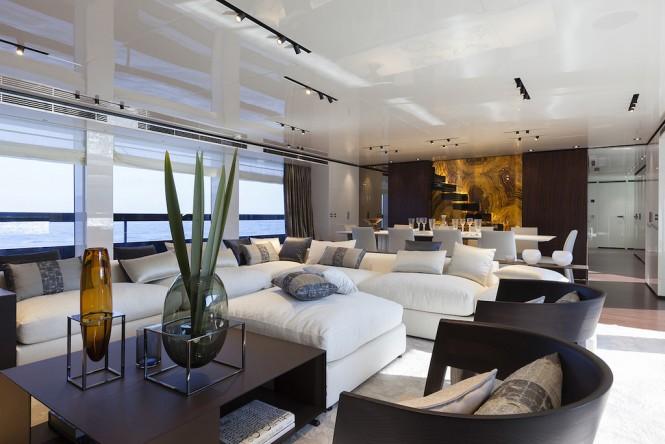 Superyacht LUCKY ME - Main salon