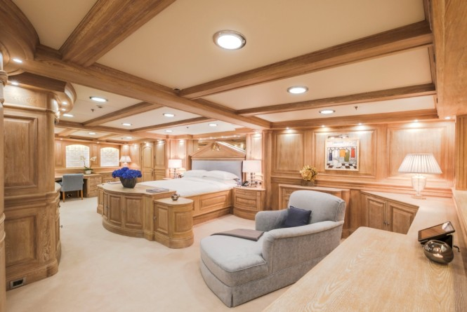Superyacht NERO - Master suite