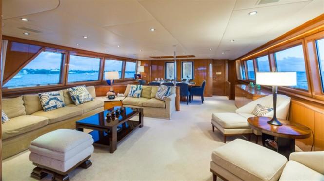 Superyacht NO BUOYS - Main salon and formal dining area