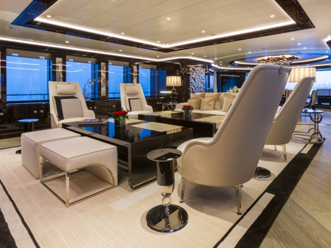 Superyacht OKTO - Main salon