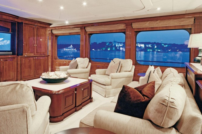 Superyacht ONE MORE TOY - Main Salon