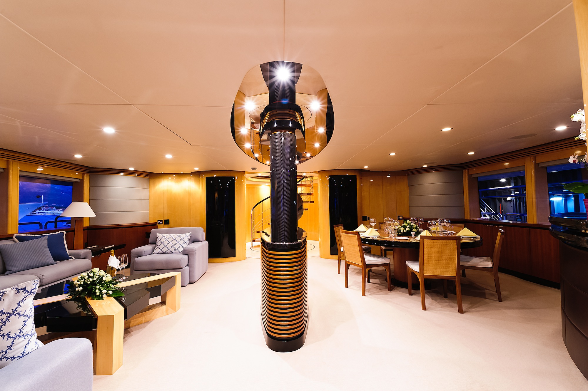 Charter superyacht spirit in australia and the south for Formal dining area
