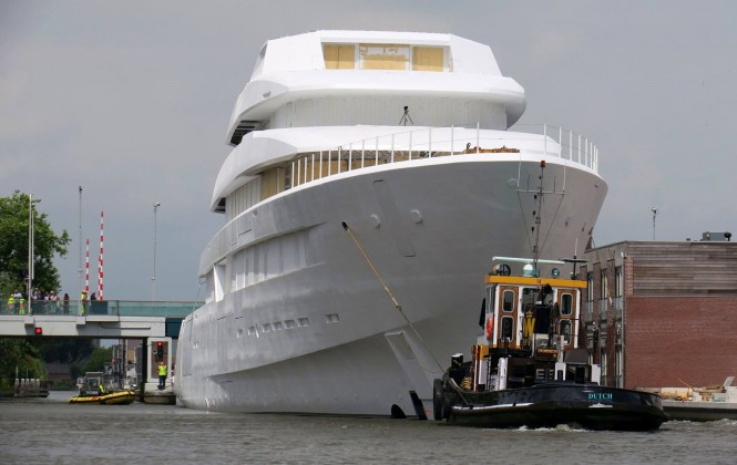 Transportation of Feadship Hull #700. Photo credit Dutch Yachting