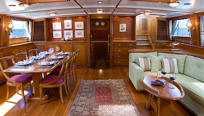 Luxury yacht AXIA - Main salon