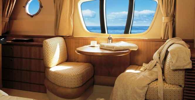 Luxury yacht BEAUTY - Master cabin seating