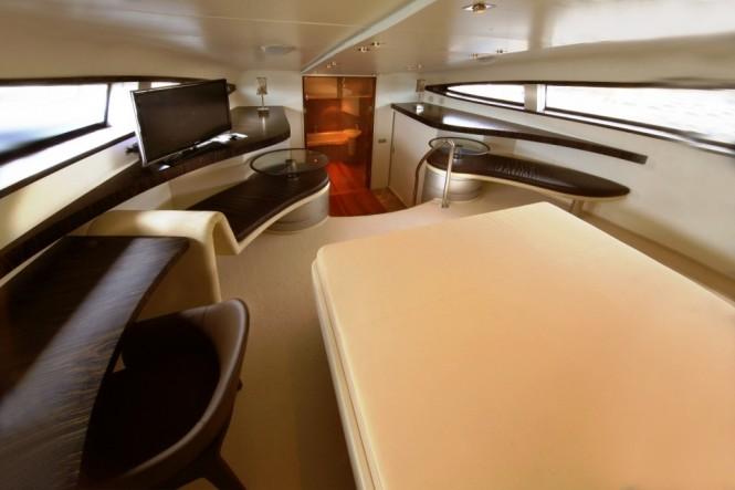 Luxury yacht BLUE MAMBA - Forward Master suite
