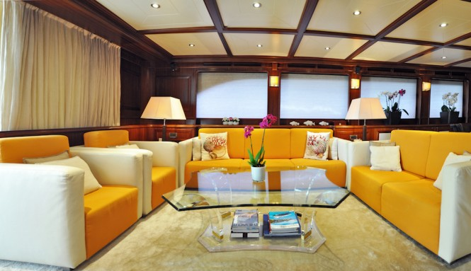 Luxury yacht CONQUISTADOR - Main salon