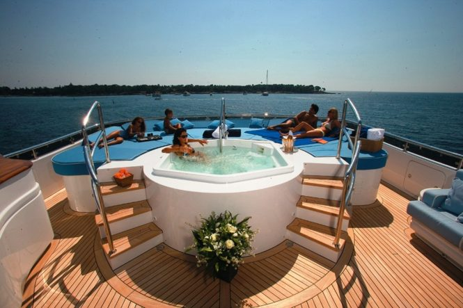 Luxury yacht ELENI - Jacuzzi and sunpads on the sundeck