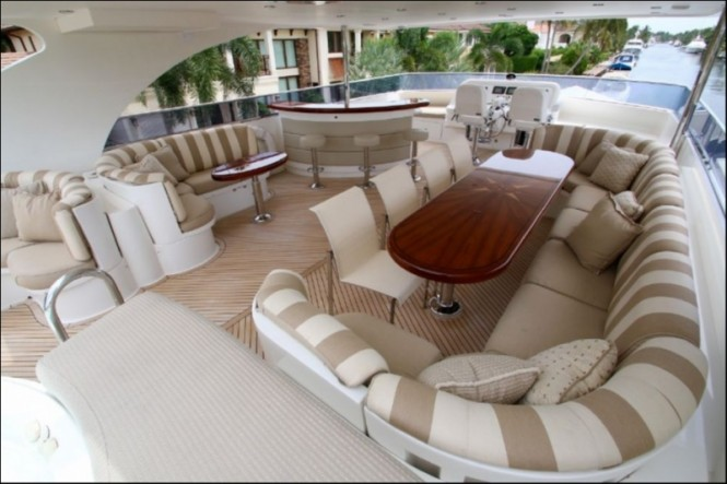 Luxury yacht EXIT STRATEGY - Sundeck seating