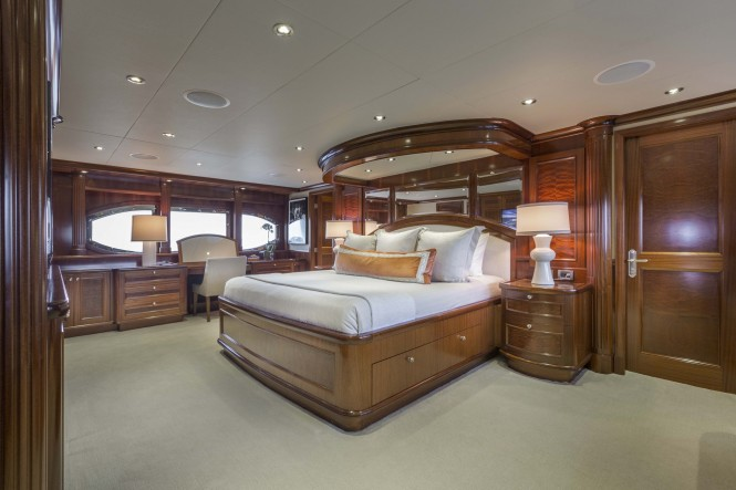 Luxury yacht FAR FROM IT - Master suite