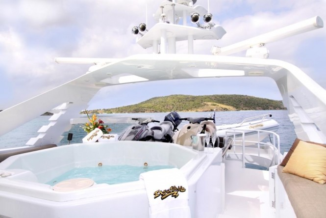 Luxury yacht INSATIABLE - Sundeck spa pool