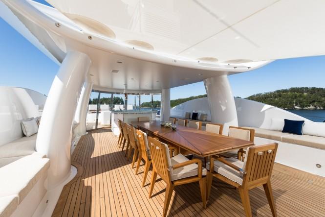 Luxury yacht LILI - Sundeck dining