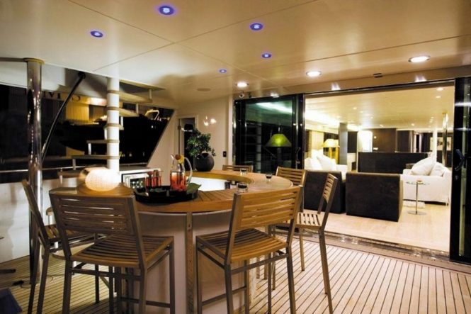 Luxury yacht LIONSHARE - Main deck aft at night