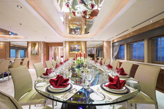 Luxury yacht MOONLIGHT II - Formal dining room
