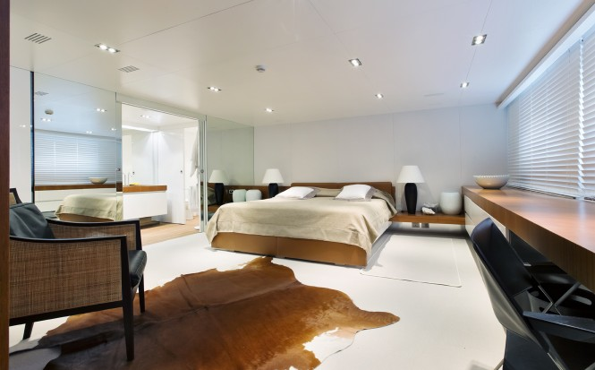 Luxury yacht OUT - Master suite