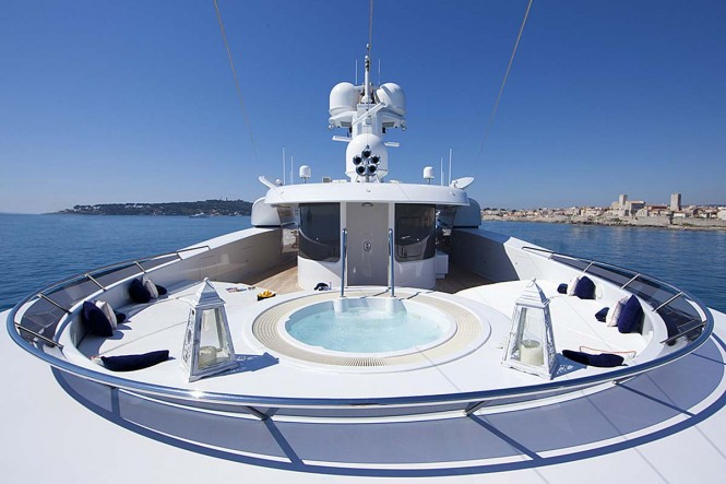 Luxury yacht SARAH - Jacuzzi and sunpads